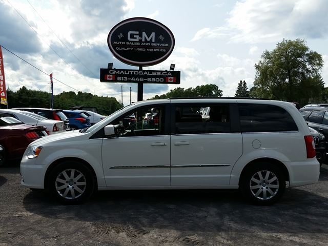 2013 CHRYSLER TOWN AND COUNTRY Touring in Rockland, Ontario