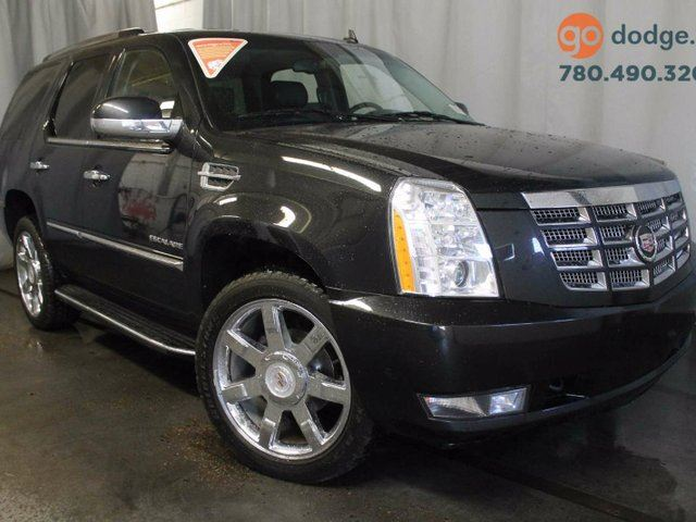 2011 CADILLAC ESCALADE All Wheel Drive / DVD / Sunroof / Rear Back Up Camera in Edmonton, Alberta