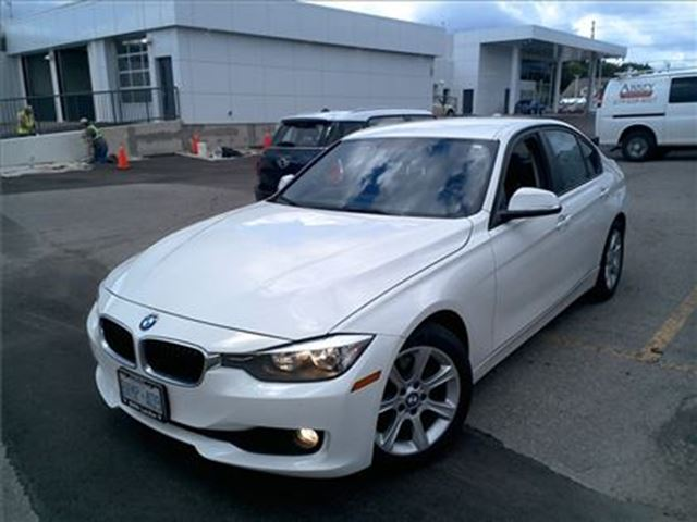 2014 BMW 3 SERIES 320i / NAVIGATION / LEATHERETTE in Fonthill, Ontario