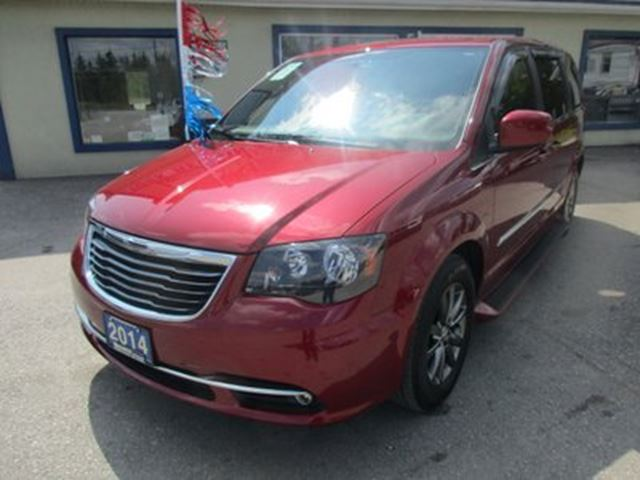 2014 CHRYSLER TOWN AND COUNTRY LOADED 'S-TYPE' 7 PASSENGER 3.6L - V6.. LEATHER in Bradford, Ontario