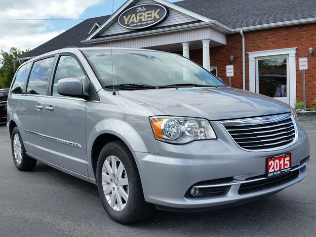 2015 CHRYSLER TOWN AND COUNTRY Touring, NAV, Back Up Cam, Power Sliding Doors in Paris, Ontario
