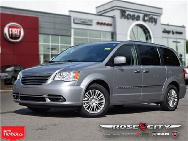 2016 CHRYSLER TOWN AND COUNTRY Touring~Leather~Dual DVD~Power Roof~GPS in Welland, Ontario
