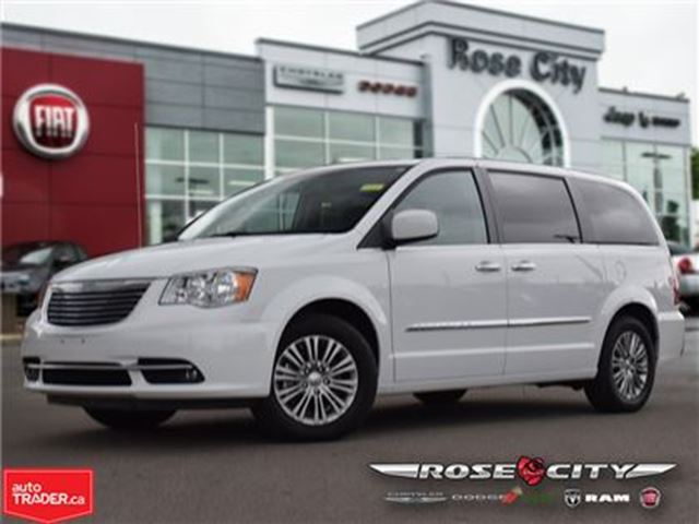 2016 CHRYSLER TOWN AND COUNTRY Touring~Heated Seats~GPS~Power Roof in Welland, Ontario