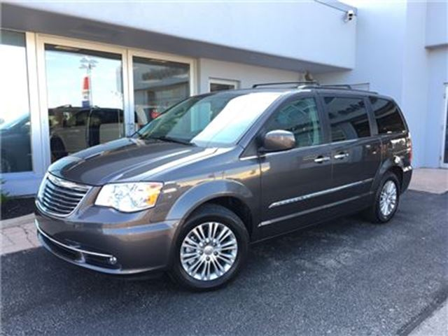 2016 Chrysler Town and Country Touring-LEATHER...SUNROOF in Simcoe, Ontario
