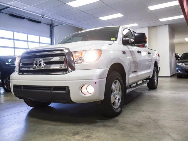 2011 TOYOTA Tundra SR5 TRD OFF ROAD, Remote Starter, Soft Tonneau, Side Steps, Sunroof, Touch Screen, Back Up Camera, USB/AUX, Alloy Rims, Bluetooth, 5.7L V8, 4x4, Crew Max in Edmonton, Alberta