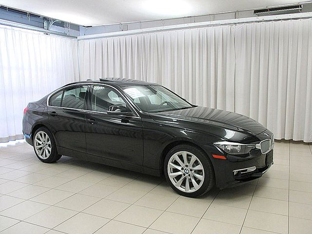 2014 BMW 3 SERIES 320i x-DRIVE AWD TURBO w/ MOONROOF, HEATED LEAT in Halifax, Nova Scotia