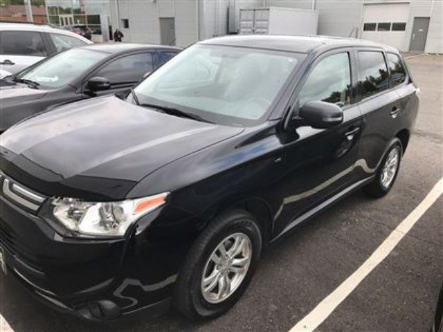 2014 MITSUBISHI OUTLANDER SE Low Mileage, 4x4, One Owner!!! in Thunder Bay, Ontario