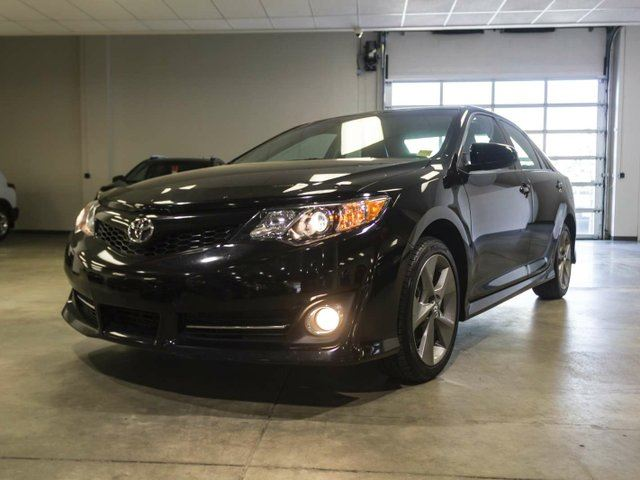 2014 TOYOTA Camry SE, Navigation, Leather Bolsters, Touch Screen, Back Up Camera, Alloy Rims, Bluetooth in Edmonton, Alberta