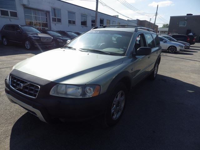 2006 VOLVO XC70 2.5T AWD in Montreal, Quebec