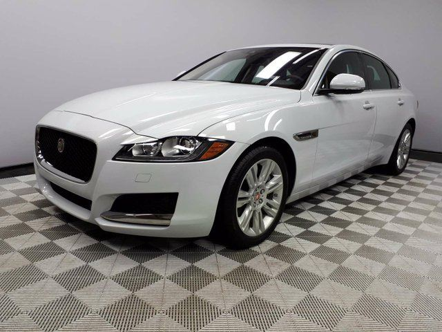 2016 JAGUAR XF Premium 3.0 AWD - CPO 6yr/160000kms manufacturer warranty included until June 27, 2022! CPO rates starting at 2.9%! Local One Owner Trade In | No Accidents | Bluetooth | Leather Interior | Panoramic Sunroof | Xenon Headlamps | Dual Zone Climate Contr in Edmonton, Alberta