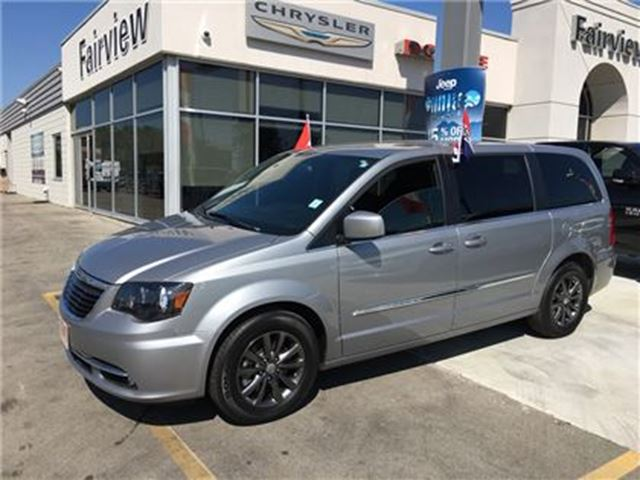 2014 CHRYSLER TOWN AND COUNTRY S. Navi/DVD in Burlington, Ontario