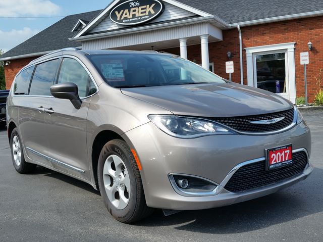 2017 CHRYSLER PACIFICA Touring-L Plus, Dual DVD, Blind Spot, Pwr Doors, Remote Start, Bluetooth, Heated Seats/Wheel in Paris, Ontario