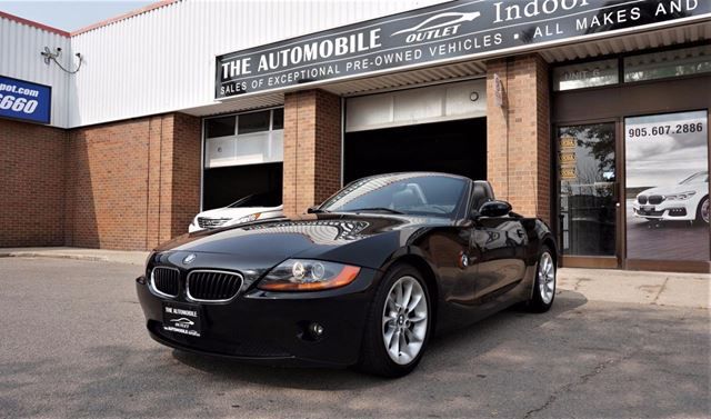 2004 BMW Z4 ROADSTER 2.5i CONVERTIBLE COUPE NO ACCIDENT in Mississauga, Ontario