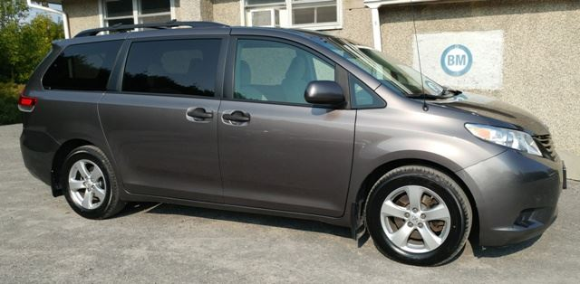 2013 TOYOTA SIENNA EXTREMELY CLEAN - 7 PASSENGER - ONLY 86,000 KMS in Ottawa, Ontario