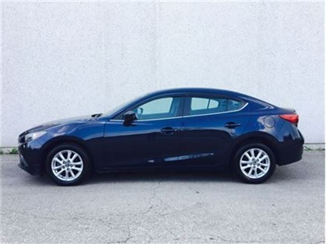 2014 MAZDA MAZDA3 GS, Sunroof, Heated seats, Camera in Vaughan, Ontario