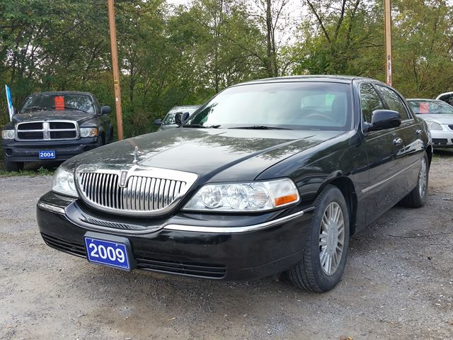 2009 Lincoln Town Car Signature Limited,certified in Oshawa, Ontario