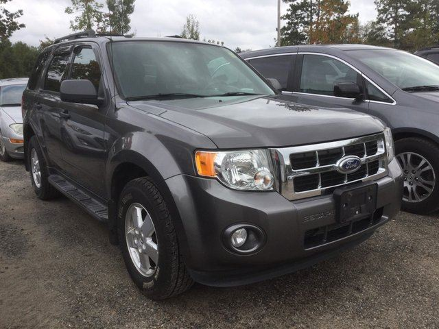 2011 FORD Escape XLT-SUNROOF-BLUETOOTH in Huntsville, Ontario