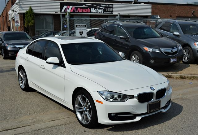2013 BMW 3 Series  NO ACCIDENTS Sport Pkg / Leather / Sunroof in Brampton, Ontario