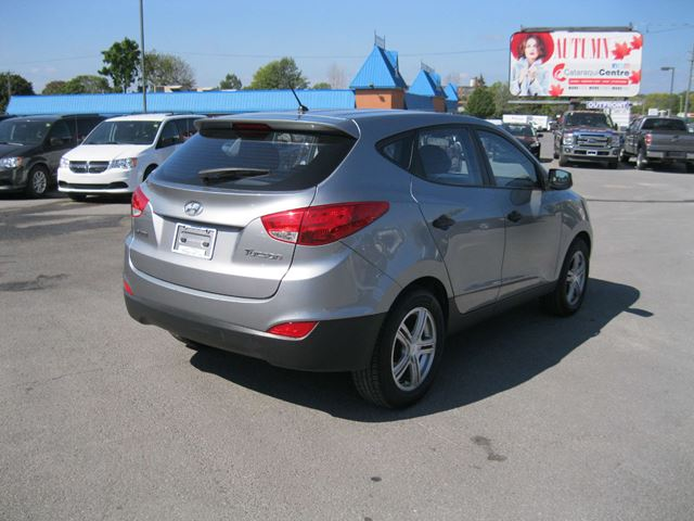 2012 hyundai tucson l kingston ontario car for sale 2878462. Black Bedroom Furniture Sets. Home Design Ideas