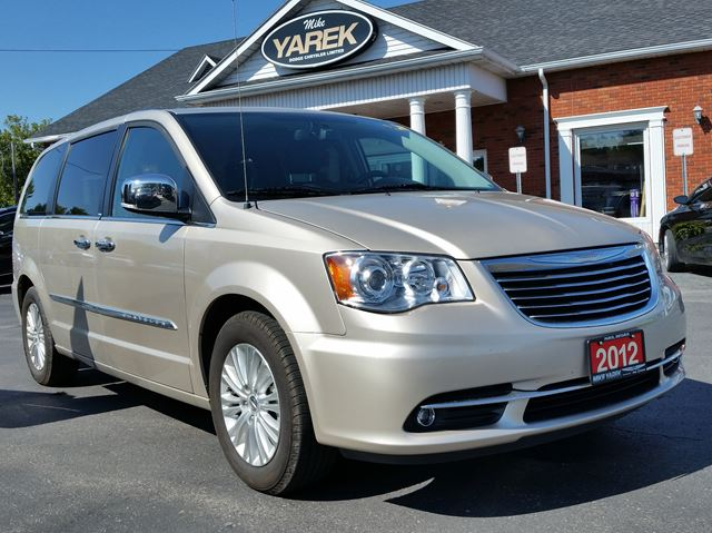 2012 CHRYSLER TOWN AND COUNTRY Limited, Heated Seats/Wheel, NAV, Tow Pkg, Back Up Cam, Remote Start, Pwr Doors in Paris, Ontario