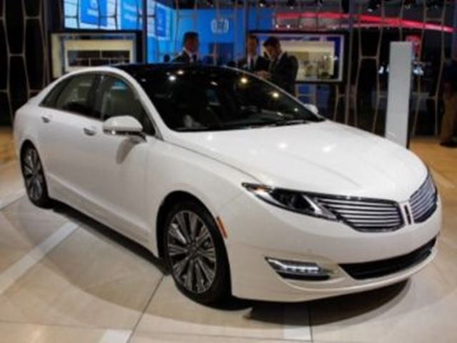 2015 LINCOLN MKZ AWD ~LOADED~ in Mississauga, Ontario