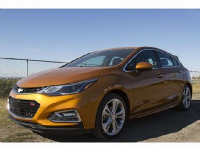 2017 CHEVROLET CRUZE Hatchback 1.4L Premier w/1SF & RS Package in Mississauga, Ontario