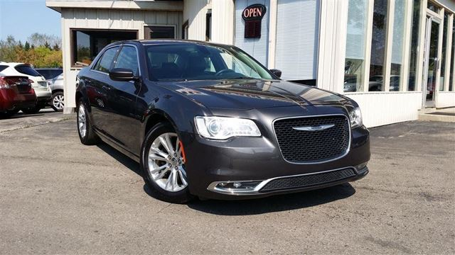 2016 CHRYSLER 300 Touring - LEATHER! NAV! BACK-UP CAMERA! in Kitchener, Ontario