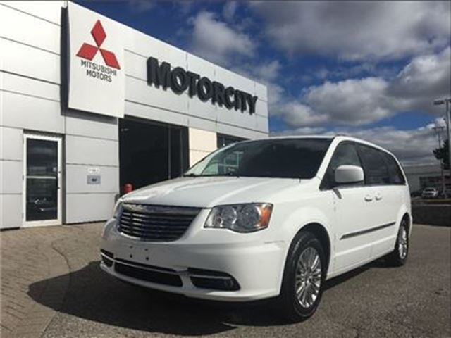 2015 CHRYSLER TOWN AND COUNTRY Touring in Whitby, Ontario