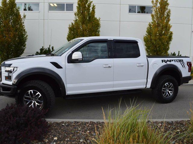 2017 FORD F-150 Raptor 4x4 SuperCrew Cab Styleside 5.5 ft. box 145 in. WB in Kamloops, British Columbia