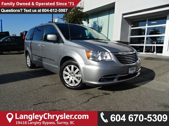 2014 CHRYSLER TOWN AND COUNTRY Touring *ACCIDENT FREE * LOCAL BC CAR * in Surrey, British Columbia