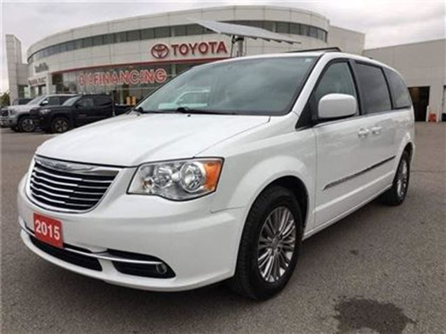 used 2015 chrysler town country touring stouffville. Black Bedroom Furniture Sets. Home Design Ideas