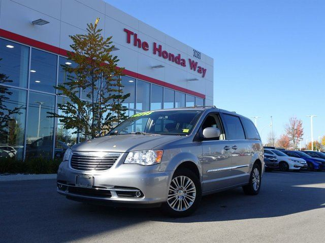 2013 CHRYSLER TOWN AND COUNTRY Touring in Abbotsford, British Columbia