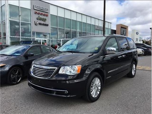 2015 CHRYSLER TOWN AND COUNTRY Limited SUNROOF DUAL DVD NAV CAMERA in Pickering, Ontario