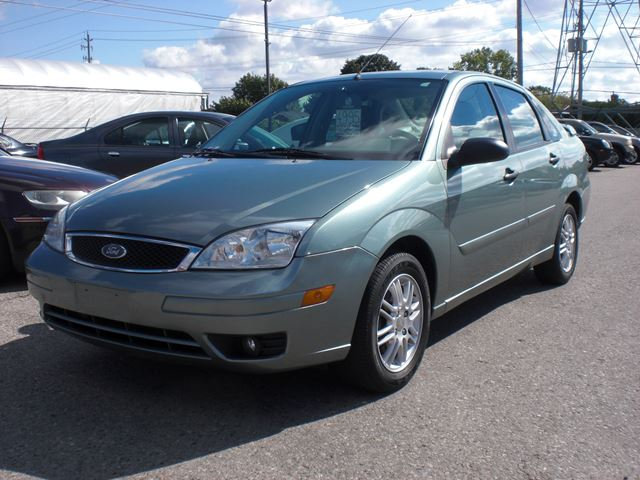 2005 FORD Focus ZX4 in London, Ontario