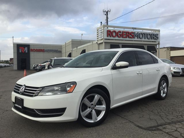 2013 VOLKSWAGEN PASSAT 2.5 - LEATHER - SUNROOF - HTD SEATS in Oakville, Ontario