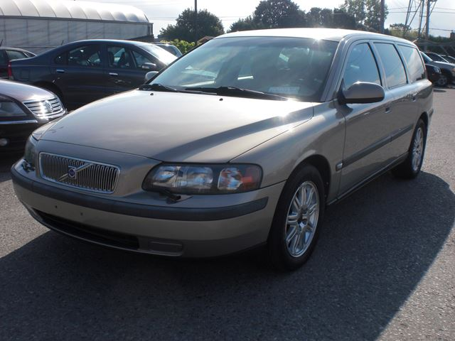 2003 VOLVO V70 FWD Wagon in London, Ontario