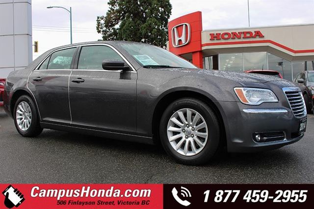 2014 CHRYSLER 300 Touring Leather RWD in Victoria, British Columbia