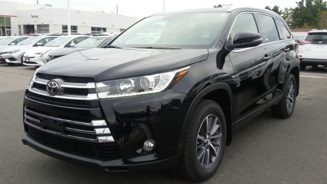 2017 TOYOTA HIGHLANDER XLE+NAVIGATION+HEATED SEATS!   in Cobourg, Ontario