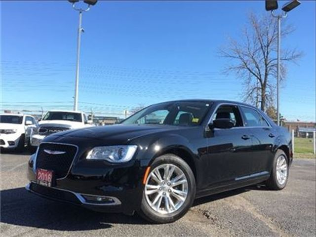 2016 CHRYSLER 300 TOURING**LEATHER**SUNROOF**BACK UP CAM**NAV** in Mississauga, Ontario