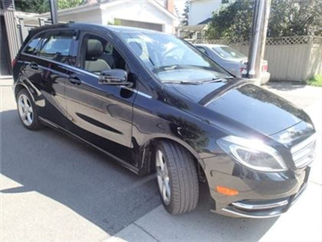 2014 Mercedes-Benz B-Class 250 Sports Tourer/ SUNROOF /LEATHER in Fonthill, Ontario