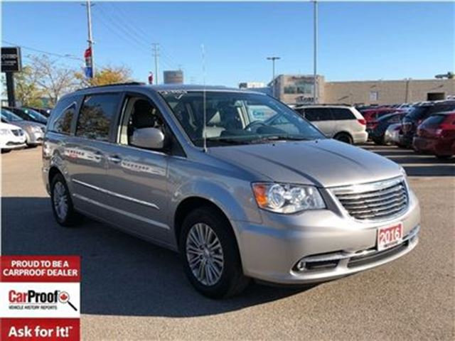 2016 CHRYSLER TOWN AND COUNTRY Touring-L**DUAL DVD**NAVIGATION**POWER DOORS** in Mississauga, Ontario