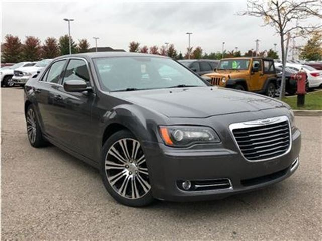 2013 CHRYSLER 300 S**DUAL PANORAMIC SUNROOF**NAVIGATION** in Mississauga, Ontario