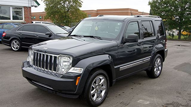 2010 JEEP LIBERTY LIMITED * 4X4 * LEATHER * SUNROOF in Woodbridge, Ontario