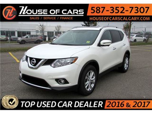2016 NISSAN ROGUE SV AWD / Sunroof / Back up Camera / Bluetooth in Calgary, Alberta