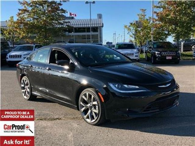 2016 CHRYSLER 200 S**PANORAMIC SUNROOF**HEATED/VENTILATED SEATS** in Mississauga, Ontario