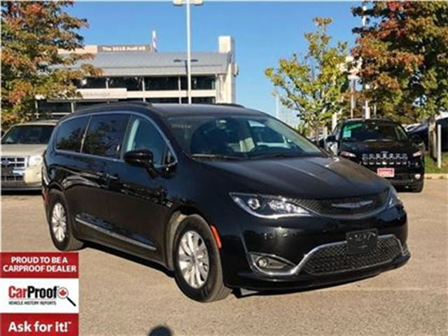 2017 CHRYSLER PACIFICA TOURING-L**FORMER COMPANY VEHICLE**BLUETOOTH** in Mississauga, Ontario