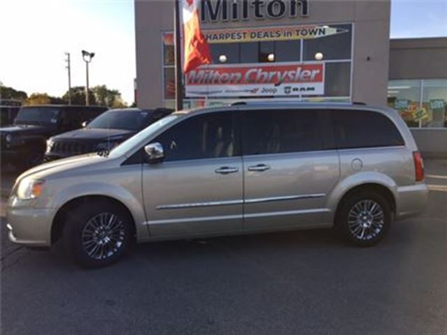 2011 CHRYSLER TOWN AND COUNTRY LIMITED LEATHER NAVIGATION DVD SUNROOF in Milton, Ontario