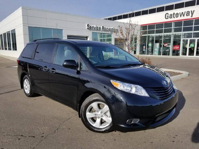 2017 TOYOTA SIENNA 5DR 7-PASS FWD Backup Cam, Bluetooth, Tri-Zone Climate Control in Edmonton, Alberta