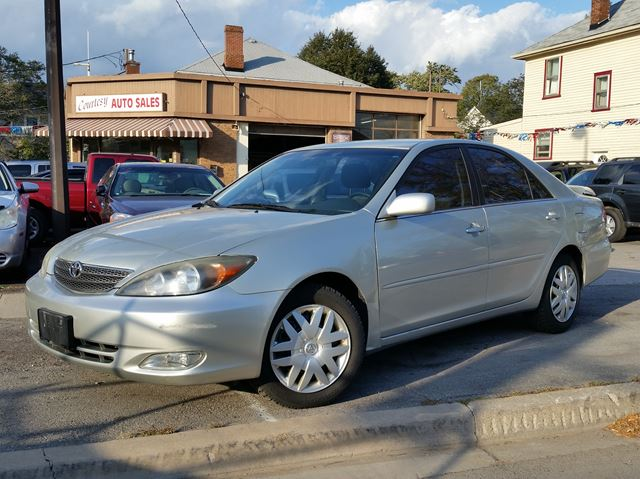 2002 TOYOTA CAMRY SE in St Catharines, Ontario