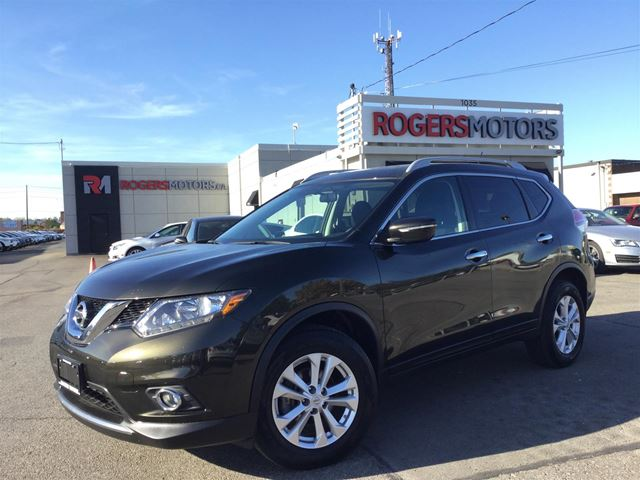 2015 NISSAN ROGUE SV AWD - PANO ROOF - REVERSE CAM in Oakville, Ontario